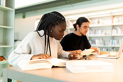 Two students learning in a library - p300m2167562 by Valentina Barreto