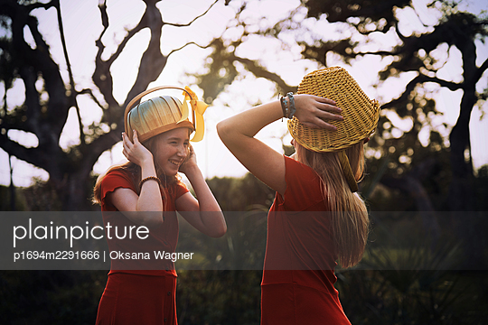 Sisters in red - p1694m2291666 by Oksana Wagner