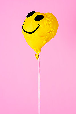 Deflated yellow balloon - p1423m1548131 by JUAN MOYANO