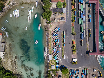 Indonesia, Bali, Aerial view of Padangbai, port from above - p300m2042621 by Konstantin Trubavin