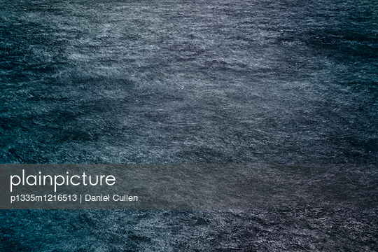 Dunkles Wasser - p1335m1216513 von Daniel Cullen