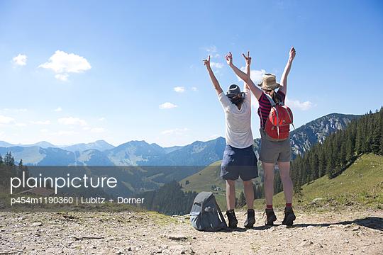 Yeah, on top! - p454m1190360 by Lubitz + Dorner