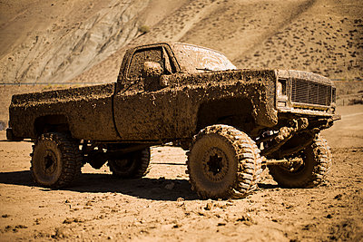 Dirty Pick-up - p1441m2028202 by Benjamin Zibner