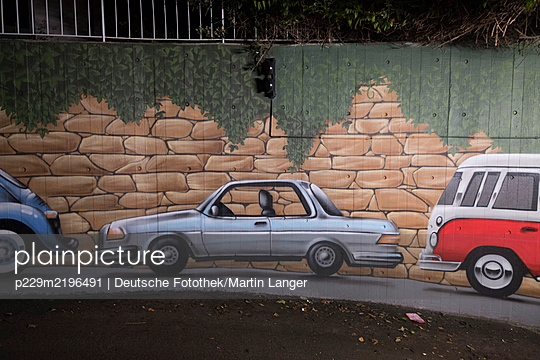 Graffiti, cars on the wall of underground parking - p229m2196491 by Martin Langer