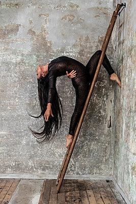 Ballet dancer - p1139m2210739 by Julien Benhamou