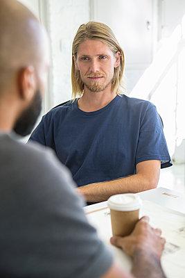 Männer im Gespräch - p1156m1572723 von miep