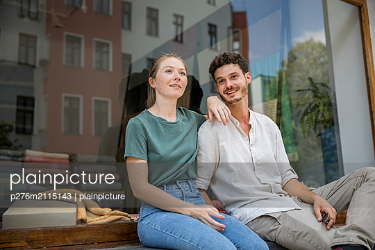 Young couple is taking a break  - p276m2115143 by plainpicture