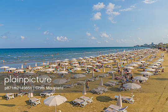 Finikoudes Beach in Larnaca, Cyprus, Mediterranean - p871m2149851 by Chris Mouyiaris
