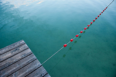 Rope fixed on the landing stage - p533m1474781 by Böhm Monika