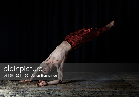 Ballet dancer - p1139m2211130 by Julien Benhamou