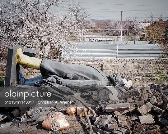 Gestützte Lenin-Statue, Ukraine - p1319m1149917 von Christian A. Werner