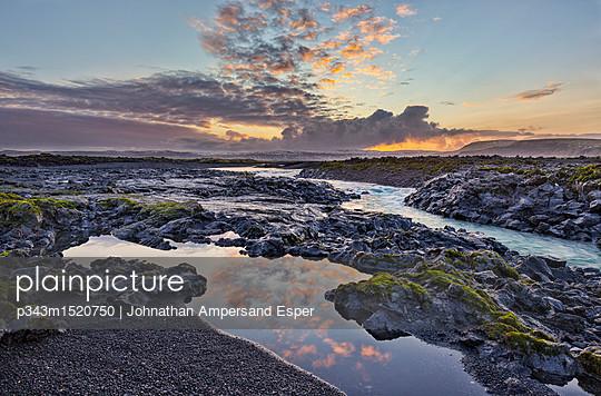 p343m1520750 von Johnathan Ampersand Esper