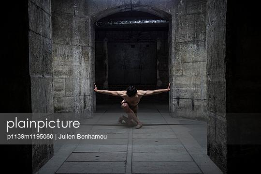 p1139m1195080 by Julien Benhamou