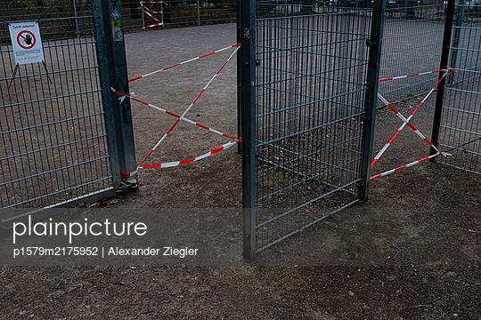 p1579m2175952 by Alexander Ziegler