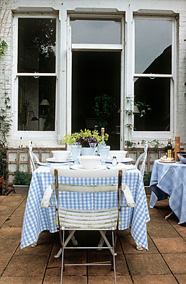 Sash window - p3491605 by Polly Eltes