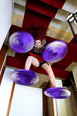 Zirkusartistin - p964m1042702 von Sandrine Elberg