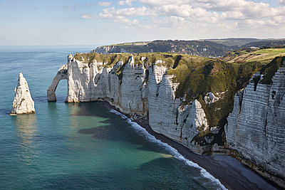 Etretat - p1198m1127650 by Guenther Schwering