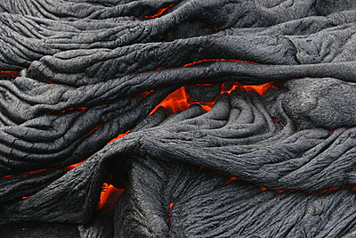 USA, Hawaii, Big Island, Pahoehoe volcano, burning lava flow, close up - p30017486f by Martin Rietze