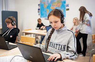 Girl in classroom using laptop - p312m2190349 by Scandinav