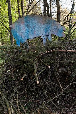 Blaues Holzschwein - p361m901317 von Ute Behrend