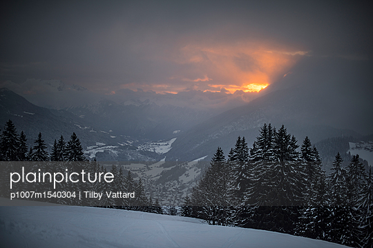 Fire sunset in the mountains - p1007m1540304 by Tilby Vattard