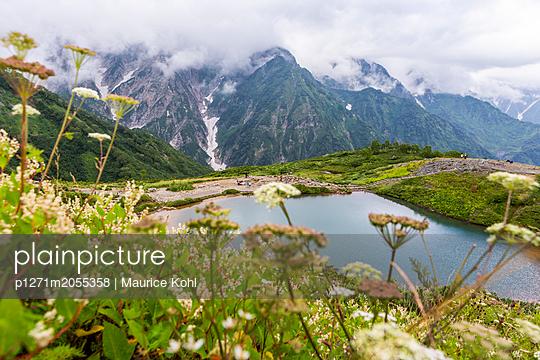 Bergsee in den Alpen - p1271m2055358 von Maurice Kohl