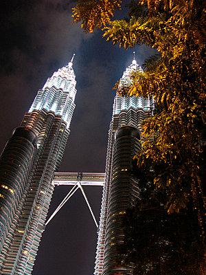 Petronas Twin Towers - p4692690 by Felix Oppenheim