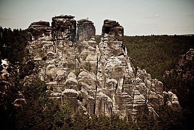 Elbe Sandstone Mountains - p5863484 by Kniel Synnatzschke