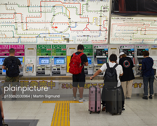 U-Bahn in Tokio - p133m2030964 von Martin Sigmund