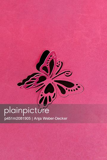 Gestanzter Schmetterling - p451m2081905 von Anja Weber-Decker