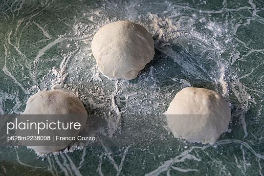 Pizza dough - p628m2238098 by Franco Cozzo