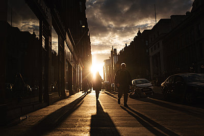Pedestrians in Glasgow - p1477m2038887 by rainandsalt