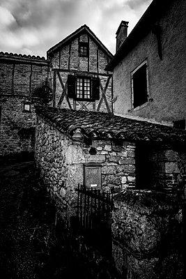 Historische Altstadt in Frankreich - p248m1004092 von BY