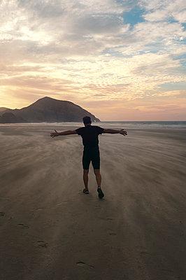 Wind am Wharariki Beach - p470m2020295 von Ingrid Michel