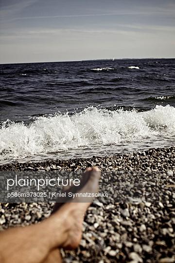 Entspannung an der Küste bei Helsingör - p586m973025 von Kniel Synnatzschke