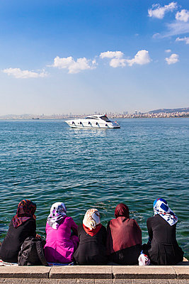 Turkish women in Istanbul - p488m800567 by Bias