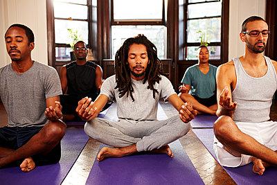 Men meditating in yoga class - p555m1463656 by Granger Wootz