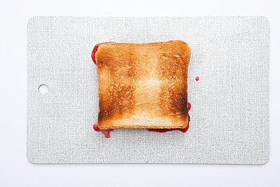 Verunglückter Toast - p4540562 von Lubitz + Dorner