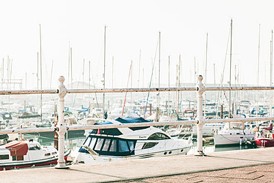 Boats in Ramsgate Harbour, Kent, United Kingdom - p669m1443112 by Jutta Klee photography