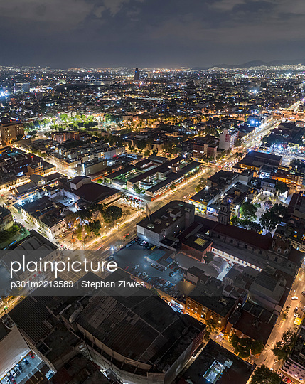 Illuminated aerial view Mexico City at night, Mexico - p301m2213589 by Stephan Zirwes