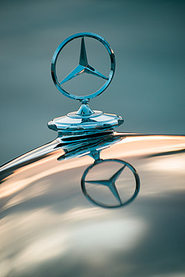 Mercedes Benz Ponton, engine hood, star - p1437m2254424 by Achim Bunz