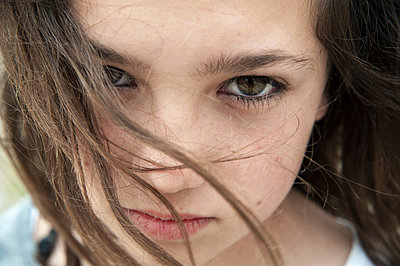 Teenage girl looking provocative  - p1580m2210133 by Andrea Christofi