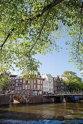 Gracht in Amsterdam - p177m1214600 von Kirsten Nijhof