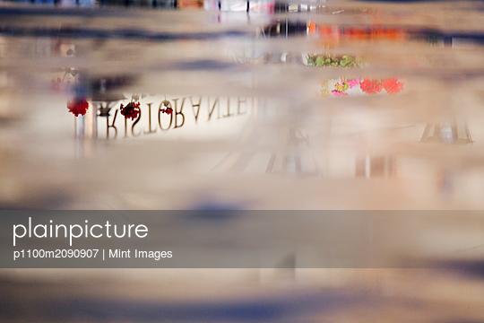 Reflection of Ristorante Sign on Piazza della Signoria - p1100m2090907 by Mint Images