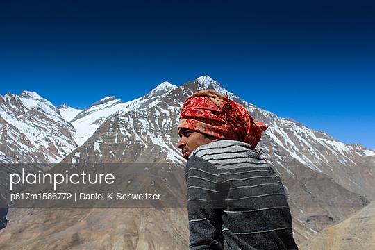 Blick auf Berglandschaft am Spiti Valley - p817m1586772 von Daniel K Schweitzer