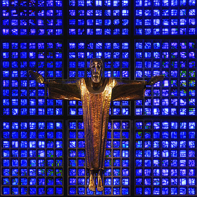 Christ with Arms spread - p1154m2127125 by Tom Hogan