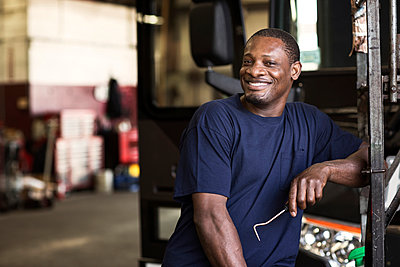 Portrait of smiling mechanic in workshop - p1166m995292f by Cavan Images