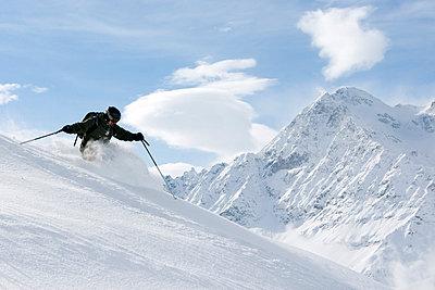 Downhill skier - p3224656 by Simo Vunneli