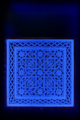 Blaue Verzierung - p1189m1218659 von Adnan Arnaout