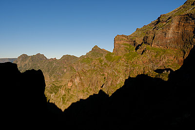 Portugal, Madeira, Mountain scenery - p1600m2175688 by Ole Spata